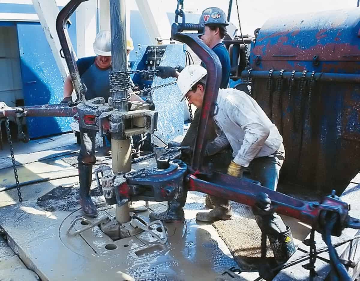 workmen on oil and gas drilling rig. drillers.com new platform illustration
