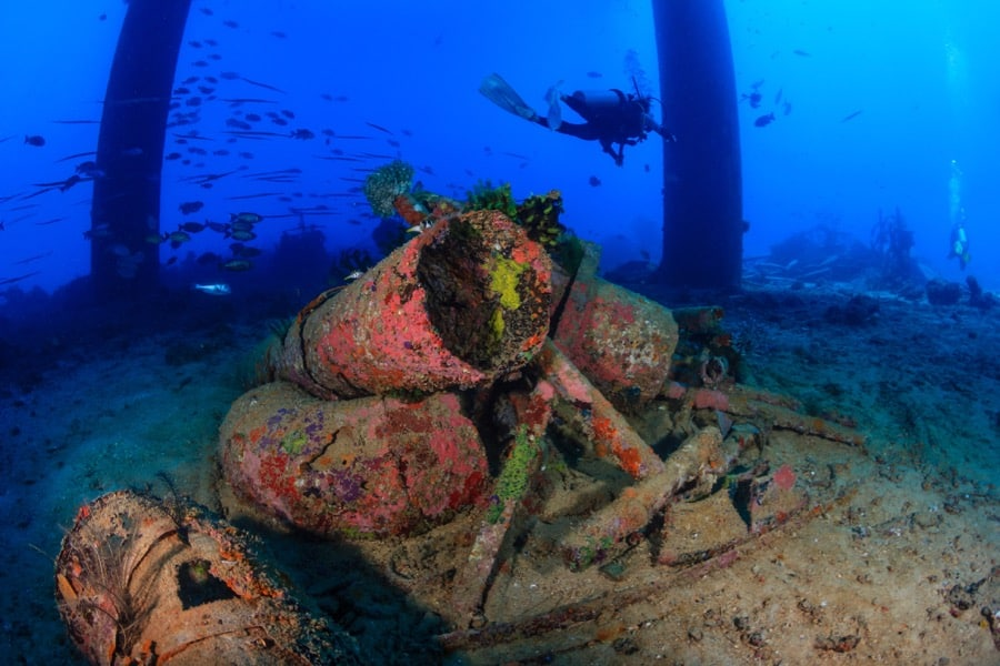 smart stacking of oil rigs scuba diver photo